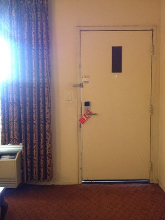Rodeway Inn Magic Mountain Area: Door