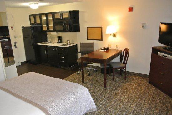 Fairfax, VA: Studio Suite One Queen Bed