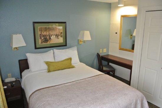 Fairfax, VA: One Bedroom Suite