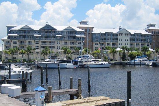 Ruskin, FL: Vista del hotel desde la marina