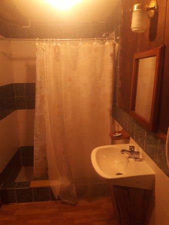 Hosteria Septimo Paraiso: Baño de Habitación