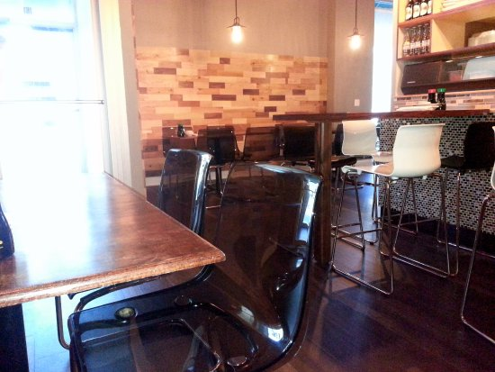 Buffalo Grove, IL: dining area - low & high tables