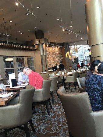Showcase Restaurant & Bar : photo2.jpg
