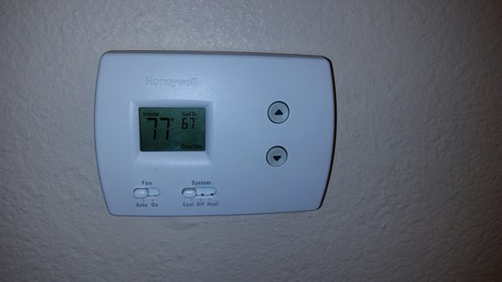 SpringHill Suites Pasadena Arcadia: Room thermostat reading - This is apparently normal