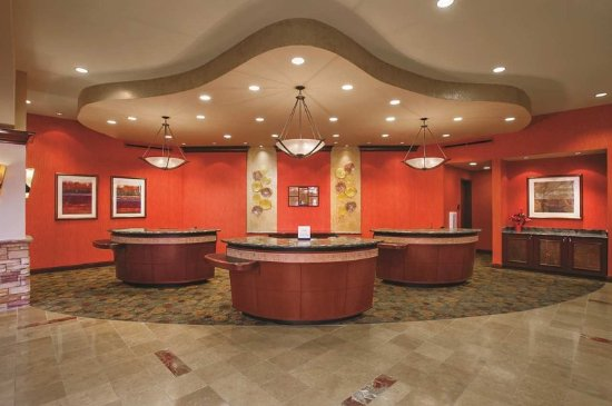 Embassy Suites by Hilton San Marcos - Hotel, Spa & Conference Center: Front Desk