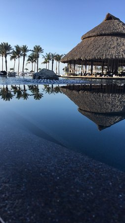 Cabo Azul Resort: a view of the infinity pools and swim up bar (under the cabana)