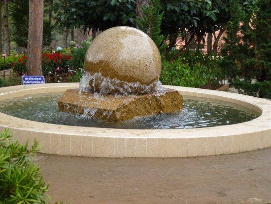 Thien Vien Truc Lam: Floating stone sphere