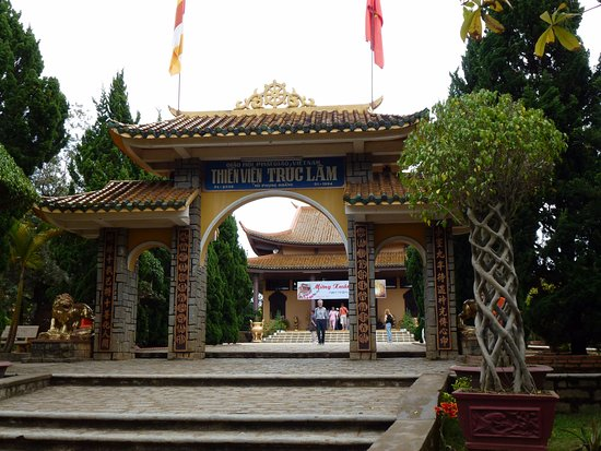 Thien Vien Truc Lam: Entrance to the Monastery