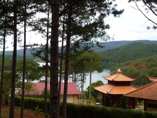 Thien Vien Truc Lam: Situated on a lake.