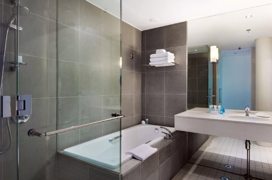 Hilton Auckland: Bathroom