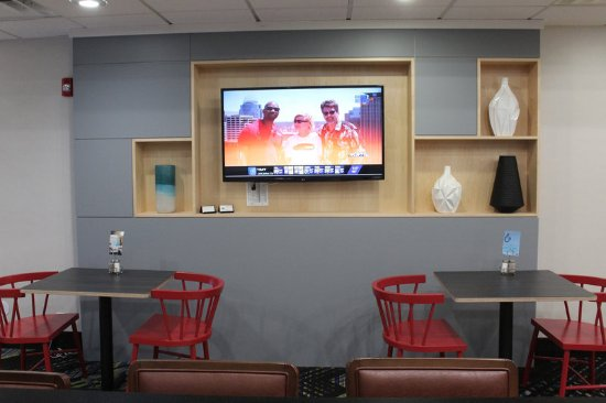 Wilmington, Ohio: Enjoy breakfast while you catch up on the latest news!