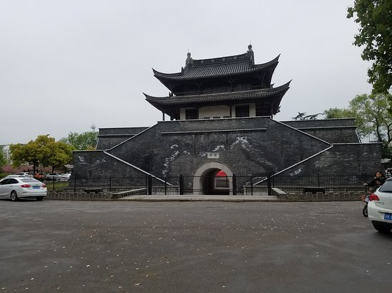 Yizheng, الصين: 2017四月儀征古樓街桃花盛開