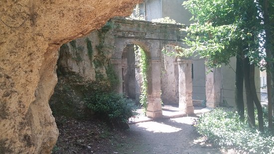 Entrance to the groto picture of palazzo giardino giusti for B b giardino giusti verona