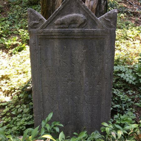 Old grave stone picture of palazzo giardino giusti for B b giardino giusti verona