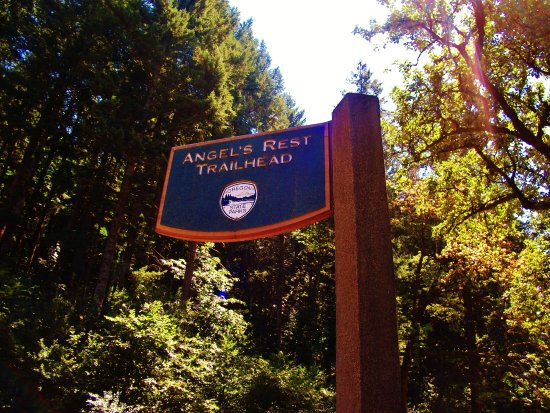 Angels Rest Trail: Sign near the parking area