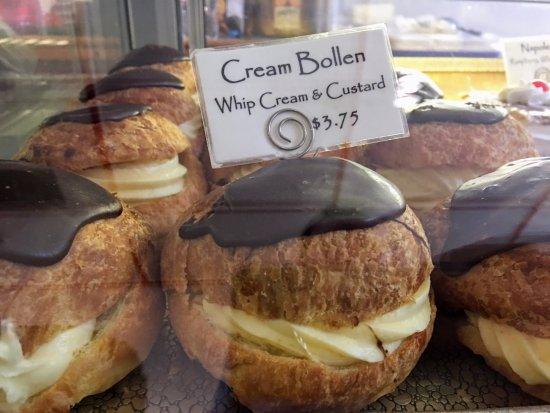 Danish Bakery: The best thing we ate - the Cream Bollen!
