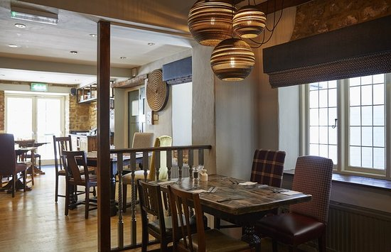 Adderbury, UK: Red Lion Refurb Restaurant With Lighting
