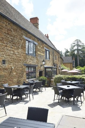 Adderbury, UK: Red Lion Refurb Patio Area