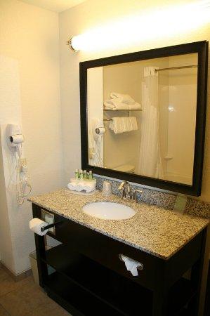 Νεβάδα, Μιζούρι: Guest Bathroom Mirror