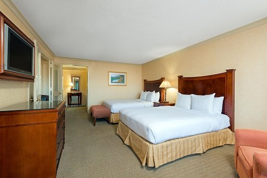 Short Hills, NJ: Double Queen Suite Guest Room