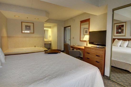 Aurora, IL: 1 King Bed Suite Whirlpool