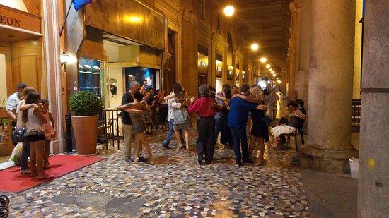 Piazza Vittorio Emanuele II: Serata di Tango al Gatsby Cafè