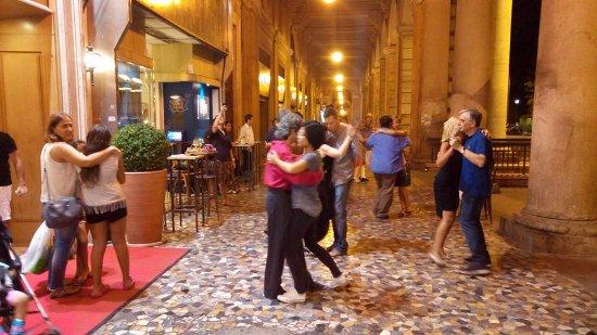 Piazza Vittorio Emanuele II: Serata di Tango al Gatsby Café