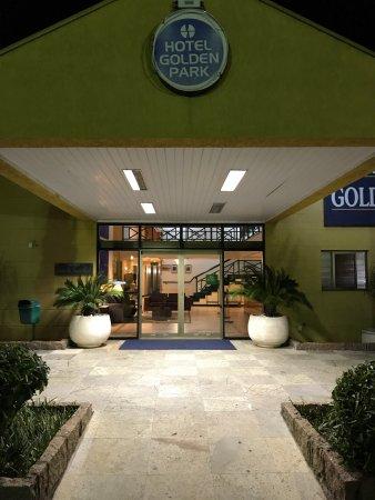 Golden Park Viracopos : Hotel precisa manutenção urgente. O serviço é atencioso e esforçado. Toalhas velhas, ralo do chu