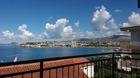 Pink Inn: Balcony view