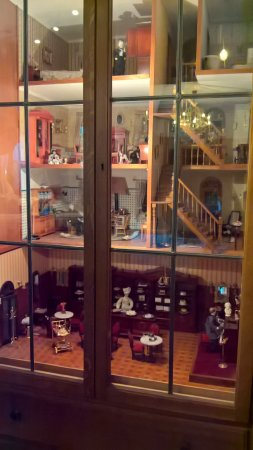 Burghotel : Beautiful dolls house at reception