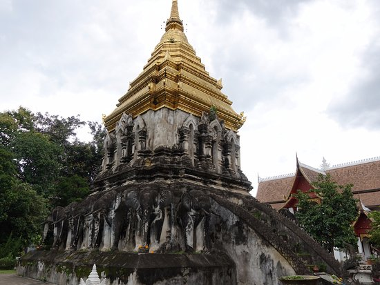 Wat Chiang Man: Elephant tower
