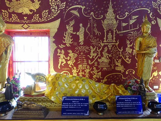 Wat Chiang Man: Inside the main temple