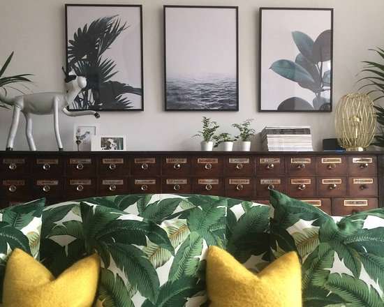 Highcliffe Contemporary Bed and Breakfast: Guest Lounge