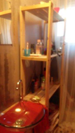 Lavello all\'interno del sottoscala che ospita il vater - Picture ...