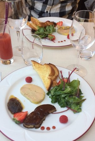 Le Turbot : Duo de foie gras (froid et chaud) et cocktail de fruits sans alcool