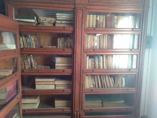 """Kawit, Filipinas: Books read by the president in this mini library, where he spend his """"me"""" time."""