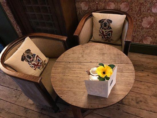 Hambleden, UK: Relaxing Lounges