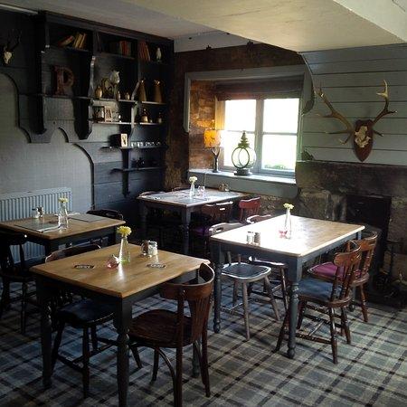 Pitlessie, UK: PublicBathroom bar