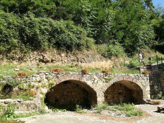 Faicchio, อิตาลี: Acquedotto Romano e Fontana medioevale