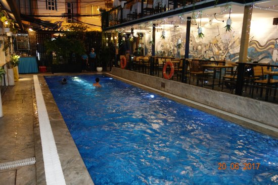 Beautiful Saigon Hotel: Pool free to use, two minutes walk from hotel.
