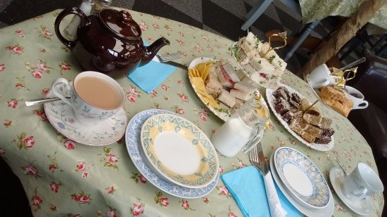 Hartlebury, UK: Delicious High Tea with bottomless tea and coffee
