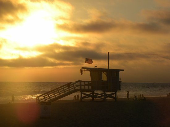 Venice Beach House: sunset from pier