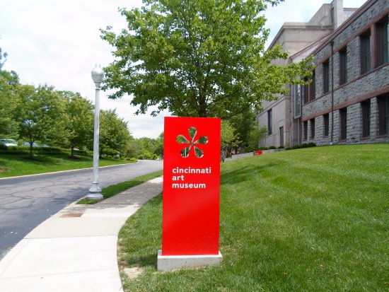 Cincinnati Art Museum : On the way to the entry