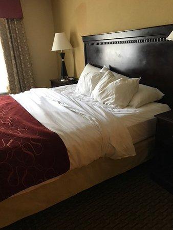 """พอร์เทจ, วิสคอนซิน: The bed """"made"""" when we returned from sightseeing."""