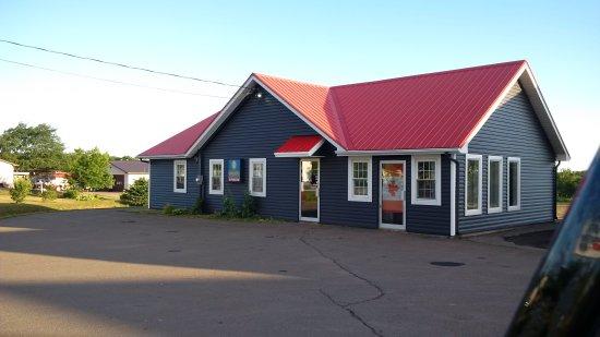 Cap-Pele, Canada: La Sub Shop - Street view