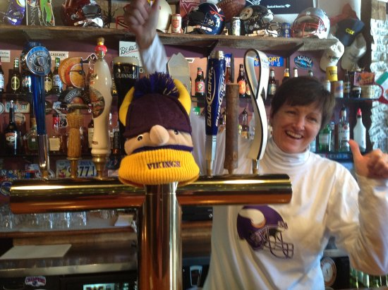 Clifton Forge, VA: Wendy, one of the owners, is a huge Vikings fan!  Come on in and let her pour you a cold beer!