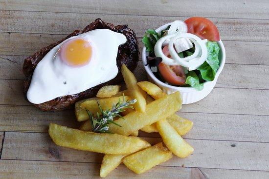 Joplins Steak Bar: Steak, egg, garlice butter, chips & salad