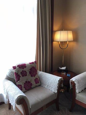 Xinmi, Китай: 房間內有二個單人沙發