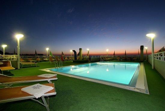 Hotel Villa Luca : Piscina sul tetto