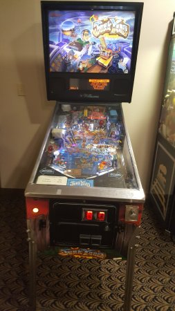 Comfort Suites: Pinball in the gameroom